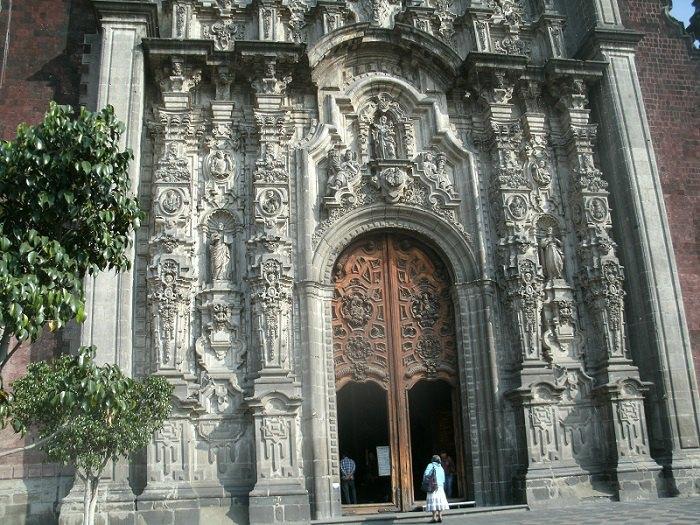 Брама собору в Пуеблі (Мексика)