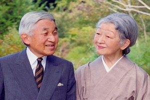 Імператор Японії з дружиною хочуть, щоб їх кремували