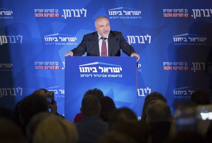 Авигдор Либерман во время встречи с избирателями в день выборов в Иерусалиме