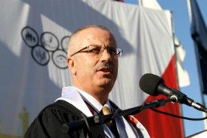 Палестинский президент принял отставку премьера