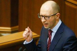 Яценюк вирішив не поспішати з введенням візового режиму з Росією