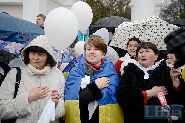 Крымчанам, сторонникам единой Украины, технически довольно сложно будет участвовать в выборах. На фото - митинг в Симферополе