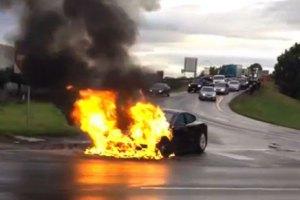 Производитель электромобилей потерял в цене $2,4 млрд из-за сгоревшего авто