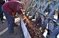 На Аллее героев Небесной сотни демонтировали стелу и крест