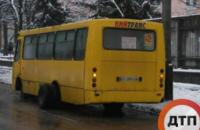 В Киеве во время движения у маршрутки отвалились колеса