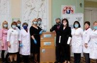 Фонд Порошенко передал в больницу Охматдет 3 тысячи швейцарских ИФА-тестов