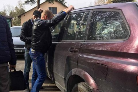 В Киевской области главу сельсовета задержали при получении 60 тыс. гривен взятки