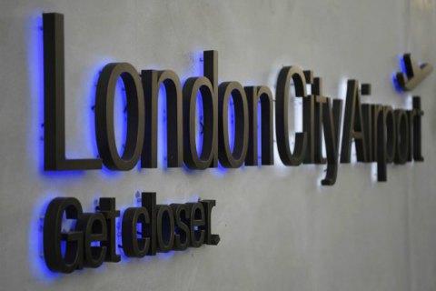 Лондонский аэропорт возобновил работу после извлечения бомбы