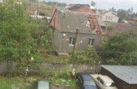 Сильный ветер снес крыши и повалил деревья в Кропивницком (обновлено)