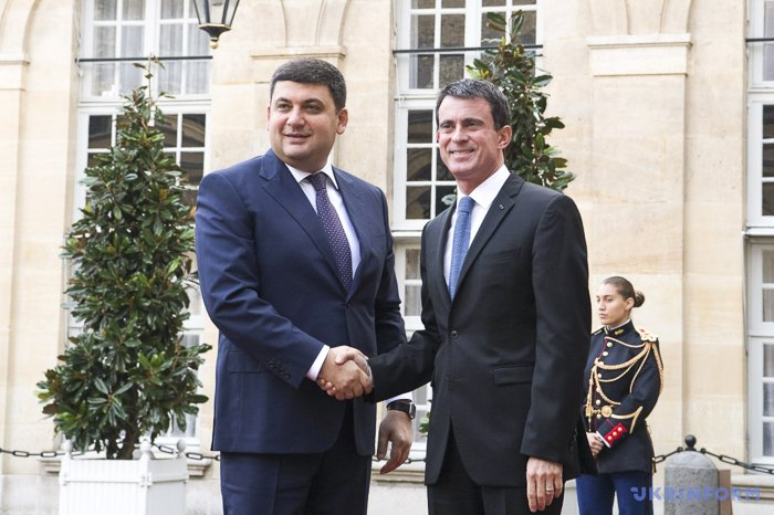 Прем'єр-міністри України і Франції Володимир Гройсман та Мануель Вальс під час зустрічі в Парижі, 27 жовтня 2016.