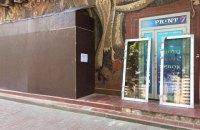 У Печерському районі Києва знищили частину мозаїчного панно на фасаді будинку