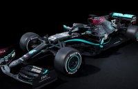 """Команда Формулы-1 – """"Мерседес"""" по совету Хэмилтона поменяла традиционную серебряную ливрею на черную"""