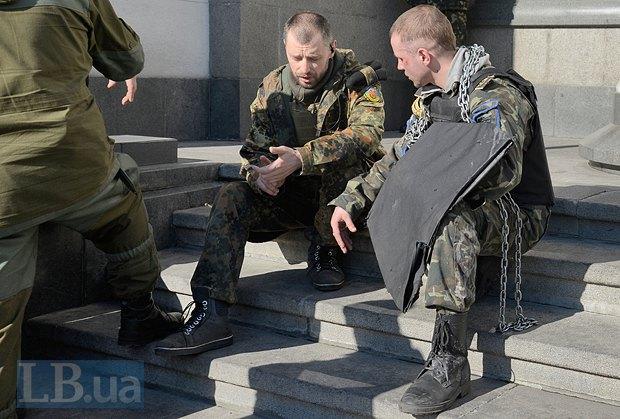 Дмитрий Ярош - слева