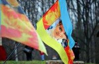 Турчинов и Яценюк пошли к Тимошенко с розами