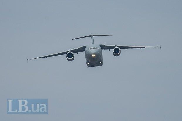 Ан-178 сопровождал Ан-132 в первом полете