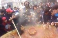 Участники фестиваля плова в Душанбе подрались из-за еды