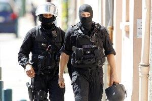 Во Франции террорист захватил заложника (обновлено)