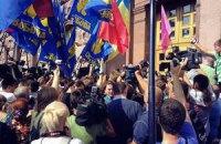 Под Киевсоветом собралось полтысячи митингующих