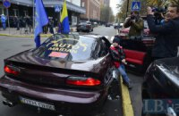 Автобус МВД повредил автомобиль Автомайдана во время акции под ГПУ