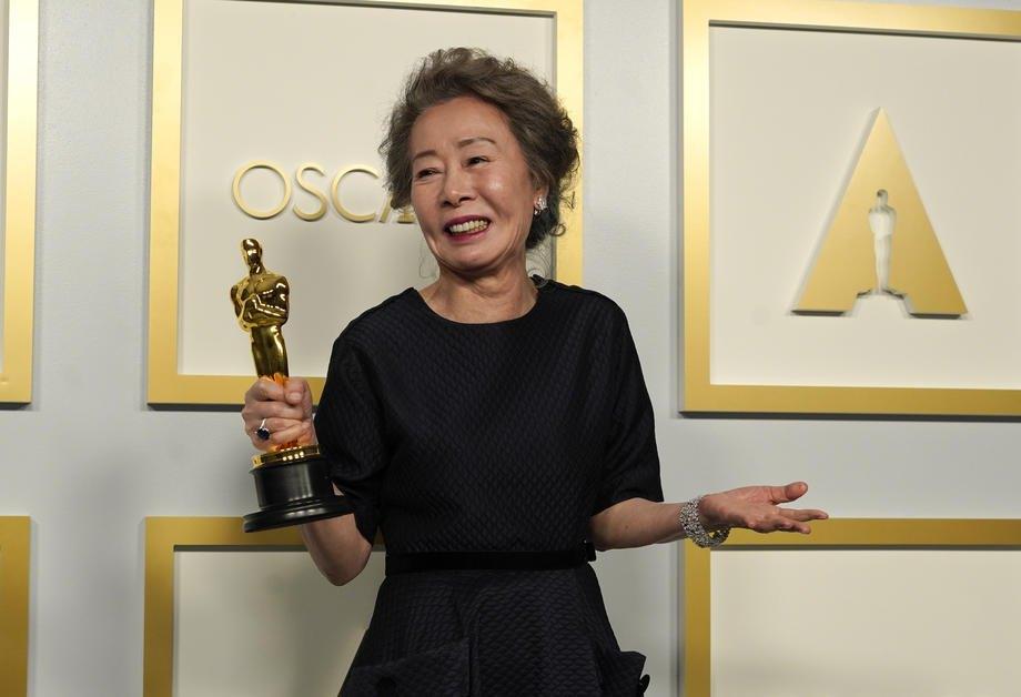 Найкраща актриса другого плану Юн Ю Чжун, фільм 'Мінарі'.