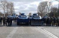 """У Парижі поновилися сутички між поліцією і """"жовтими жилетами"""", які протестують"""