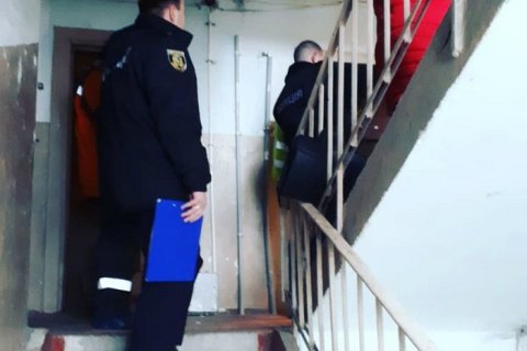 Франківські рятувальники допомогли потрапити до квартири, у якій зачинився чоловік із 2-річною дитиною