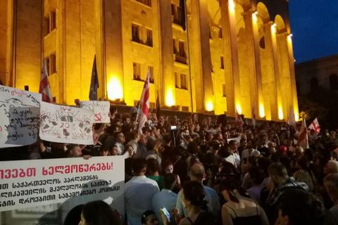 В Грузии 10 полицейских, участвовавших в разгоне протестов, отстранили от работы