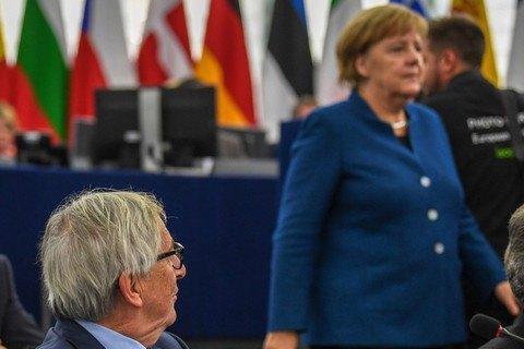 Юнкер видит Меркель в руководстве ЕС после ухода с поста канцлера