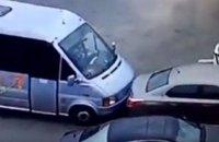 Порошенко поблагодарил водителя маршрутки, пытавшегося задержать убийцу патрульных в Днепре