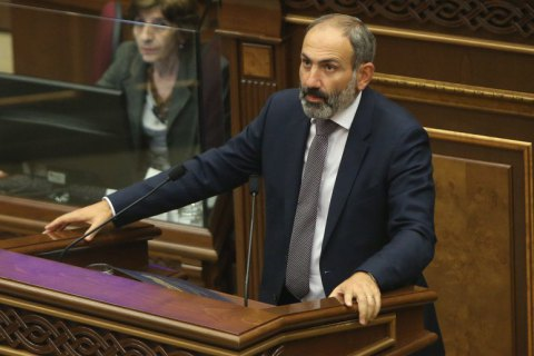 Прем'єр Вірменії українською мовою привітав Зеленського з перемогою на виборах