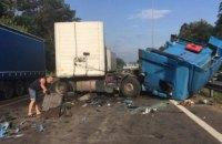 На в'їзді в Київ зіткнулися дві фури, рух суттєво обмежено
