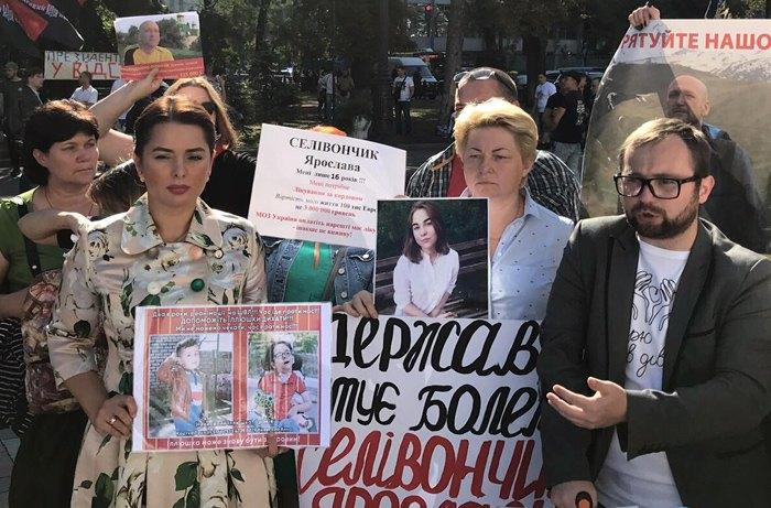 Юрій Андрєєв (справа) на мітингу під ВР
