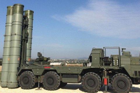 МинВОТ: Россия стягивает в Крым военную технику, чтобы блокировать к нему доступ