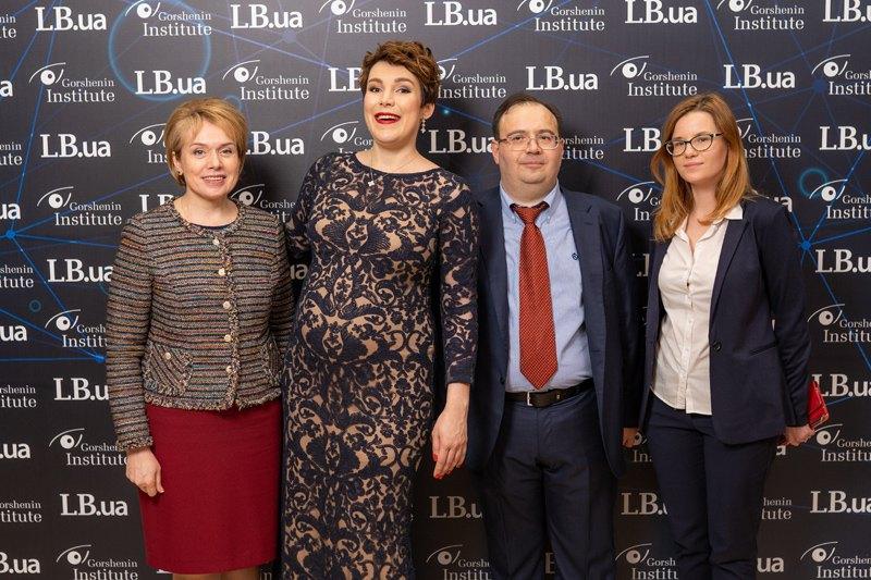 Министр образования и науки Украины Лилия Гриневич (слева)