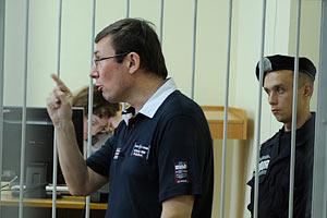 За суд над собой Луценко хочет уголовное дело на Вовка