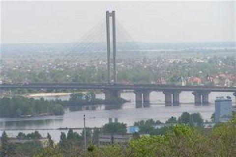 Сегодня на столичном Южном мосту ограничат движение транспорта