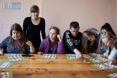 «Вихователі самі купували дітям цигарки і казали: «Оленко, ви не розумієте, інакше він утече»