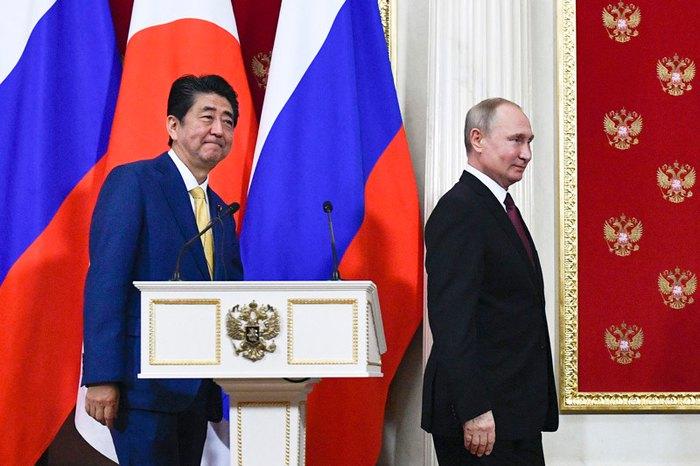 Президент РФ Володимир Путін і прем'єр-міністр Японії Сіндзо Абе після переговорів у Кремлі, Москва, 22 січня 2019.