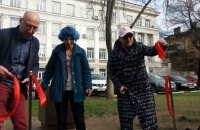 В Одесі відкрили пам'ятники Трампу і Кім Чен Ину