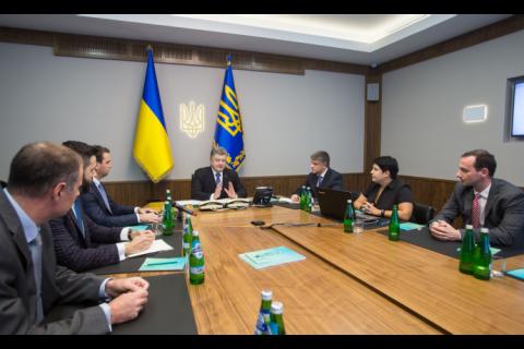 Порошенко подписал антикоррупционный закон о госзакупках