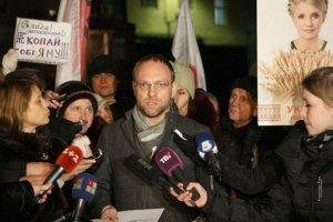 Власенко: Тимошенко отправили в колонию вопреки требованиям закона