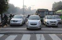 В столице Индии машины с четными и нечетными номерами будут ездить по очереди