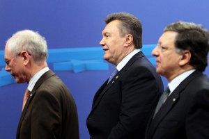 Янукович в Вильнюсе проводит встречу с ван Ромпеем и Баррозу