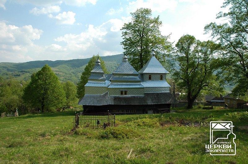 Бойківська церква XVIII ст. у селі Вишка, оббита бляхою