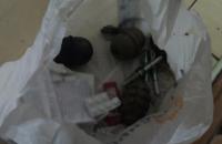 В Киеве подвыпивший мужчина предложил продавцу магазина купить у него боевые гранаты