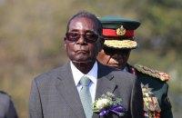 Президент Зімбабве вперше після військового перевороту з'явився на публіці