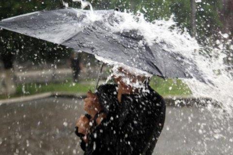Сегодня в южных и центральных областях значительный дождь, местами шквалы и грозы