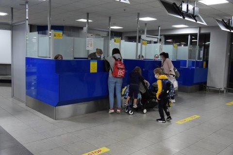 В Украину за сутки из-за границы вернулись почти 700 граждан