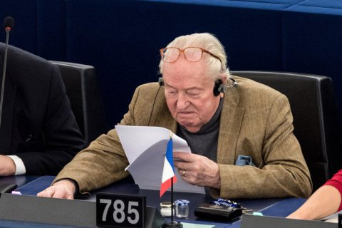 Суд зобов'язав Ле Пена повернути незаконно витрачені 320 тис. євро в бюджет Європарламенту