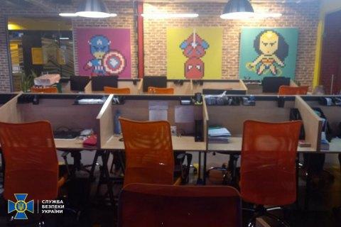 Працівників київської ІТ компанії викрили на торгівлі програмами для взлому месенджерів